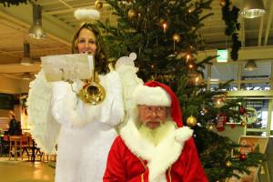 Gern gesehen ist der Weihnachtsmann auch gern im Supermarkt...