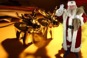 Der Weihnachtsmann mit Rentieren....